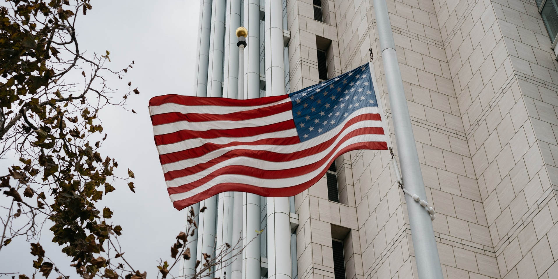 An E2 Visa Lawyer Can Help You Bring Your Investment to the U.S. title